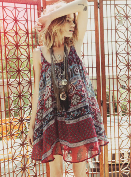 shirt jewels dress floral red blue blouse amazing summer outfits t-shirt top boho bohemian dress bohemian ombre ombre hair top dress dress top indie indie boho hippie hippie chic hipster oversized pattern patterned dress fall outfits autumn colours fall boho dress festival festival dress boho chic warm bright aztec print oversized t-shirt oversized shirt oversized top folk necklace tattoo vintage boho shirt boho style henna 90s style grunge grunge jewelry feathers