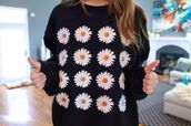 sweater,blouse,daisy,swag,flowers,black,white,vintage flowers,jacket,cute,hot,winter outfits,summer,sweatshirt,floral,floral sweater,cute sweaters,black sweater print,paquerettes,noir,oversized sweater,fleurs,phone cover,shirt,vintage,hipster,crop tops