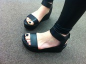 shoes,black,open toes,black leather sandals,leather shoes,leather sandals,leather,black platform sandals,flatforms,platform shoes,black sandals,ankle strap,platform ankle strap,black flatforms,platform sandals,flatform sandals,sandals,flats,black shoes