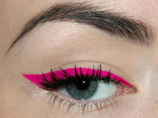 pink eyeliner make-up neon hair/makeup inspo nail polish