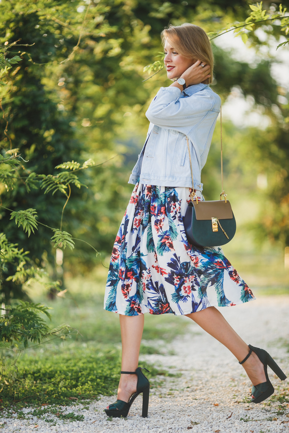CASUAL CHIC OUTFIT: DENIM, FLOWERS AND TARTAN - THECABLOOK by Darya Kamalova