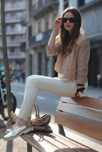 shoes sunglasses beige jacket white jeans blogger gold oxford shoes