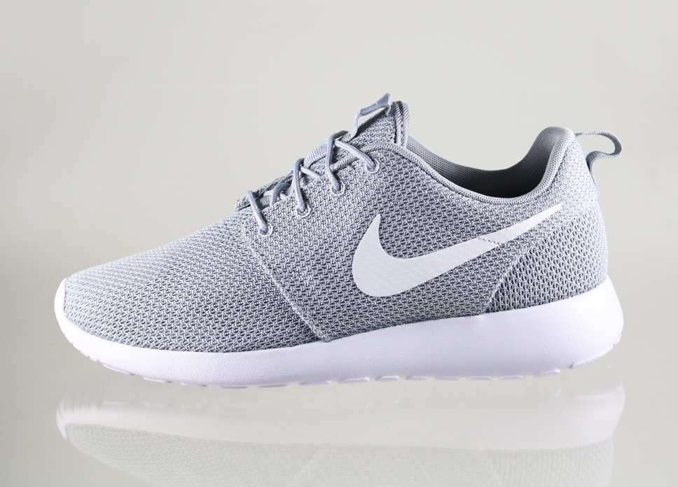 nike roshe run gray and white