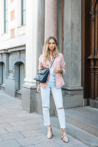 lisa olsson blogger jacket jeans bag shoes pink jacket high waisted jeans ripped jeans white top shoulder bag animal print