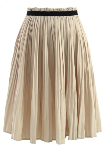 Nude pleated skirt with contrast trimmed waist