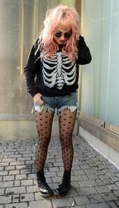 sweater,skull,rib cage,bones,black,jumper,cool,grunge,vans,goth hipster,skeleton sweater,sunglasses,shorts,shirt