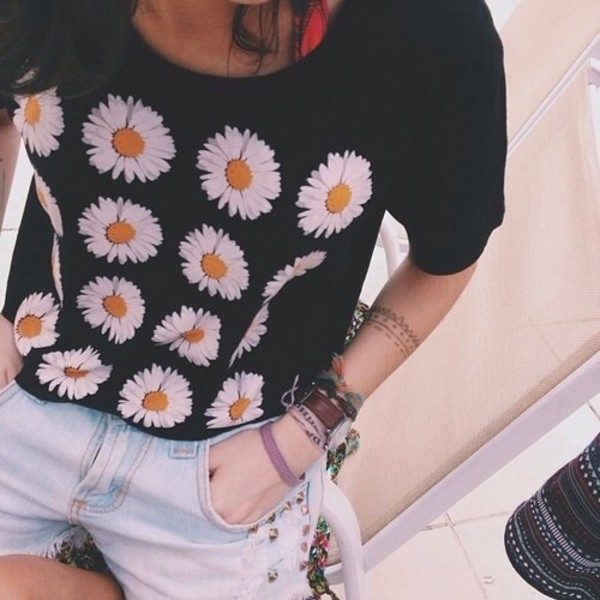 t-shirt black flowers urban outfitters daisy
