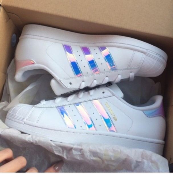shoes adidas adidas superstars holographic holographic shoes adidas originals adidas shoes holographic adidas sneakers white superstar metallic tumblr rainbow cute trainers beautiful addias shoes holographic adidas superstars tennis shoes blue purple reflective