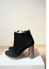 high heels,low boots,brown shoes,black shoes,shoes