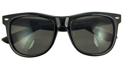 Classic wayfarer sunglasses in black