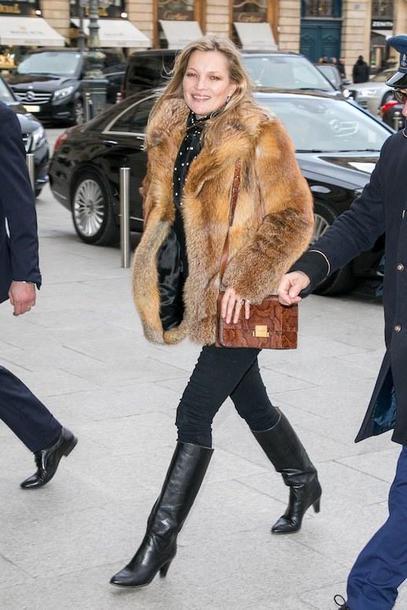 le fashion image blogger coat blouse bag jeans fur coat boots shoulder bag