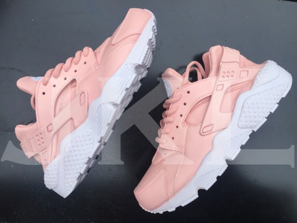 shoes nike nike shoes huarache pink baby pink pink sneakers rose pink shoes pink and. Black Bedroom Furniture Sets. Home Design Ideas