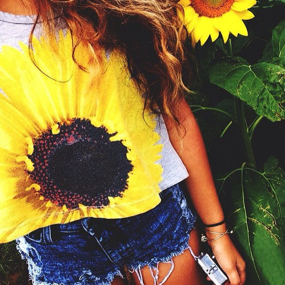 hot t-shirt yellow sunflower grey instagram