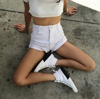 shorts white white shorts denim shorts denim girl shoes white shoes casual tumblr tumblr outfit tumblr girl high waisted shorts top