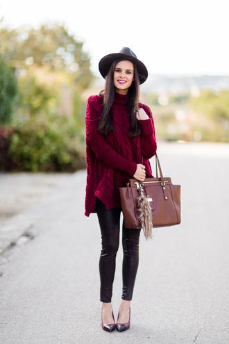 crimenes de la moda blogger leather leggings brown leather bag oversized turtleneck sweater burgundy sweater sweater hat jewels leggings shoes bag