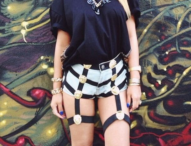 shorts black and gold fashion cute