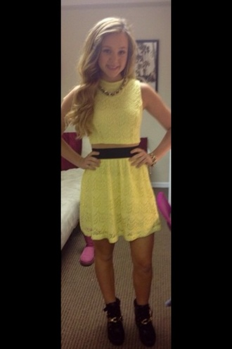 dress yellow date outfit brec bassinger bella and the bulldogs yellow dress yellow top yellow skirt crop tops yellow crop top crop cropped jewels necklace shoes