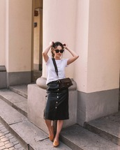 skirt,black skirt,leather skirt,button up skirt,flats,white t-shirt,sunglasses,earrings,crossbody bag