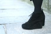 shoes,platform shoes,wedges,shoes black wedges,lace up boots,black,black platform boots