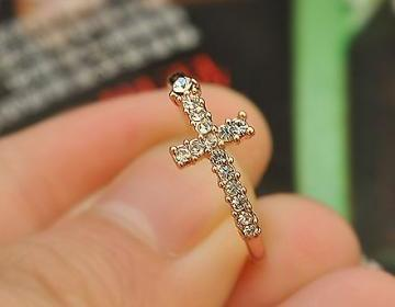 Cross Finger Ring Studded With Crystals [grzxy6700005] on Luulla