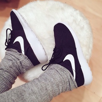 shoes black shoes nike running shoes nike shoes roshe runs running shoes fitness phone cover pajamas nike black and white sneakers nike sneakers