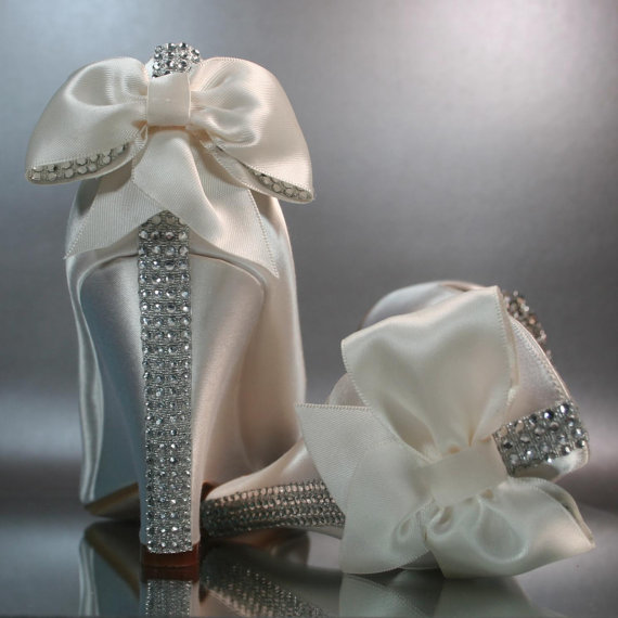 Chaussures de mariageivoire peeptoe wedges par designyourpedestal