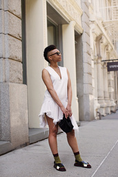 shoes,white,sunglasses,top,skirt,sandals,black sandals,black sunglasses