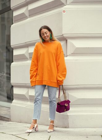 jeans bag orange tumblr blue jeans sweatshirt oversized shoes pumps earrings