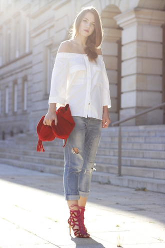 gold schnee blogger blouse jeans shoes bag