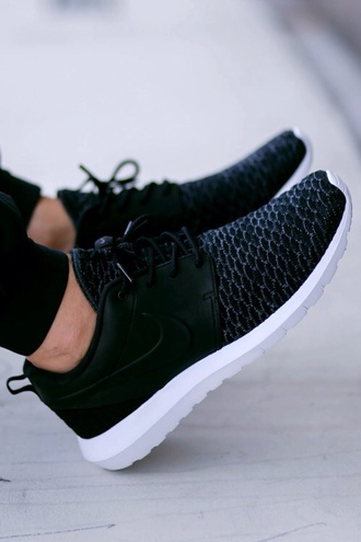 shoes nike black nike roshe run leather low top sneakers black with leather roshe runs nike shoes women black shoes black sneakers nike running shoes black nike shoes black nikes running shoes
