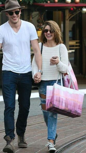 sweater fall outfits ripped jeans sarah hyland sneakers shoes