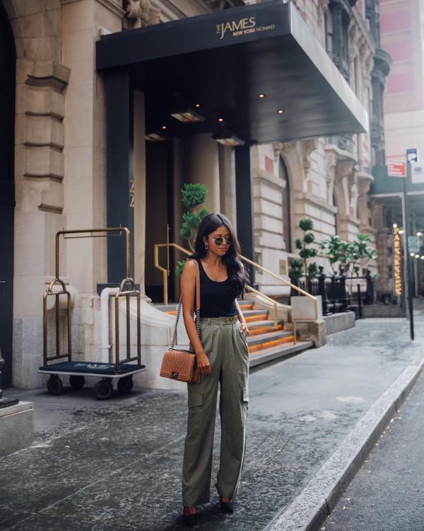 pants wide-leg pants pumps black top sunglasses earrings bag