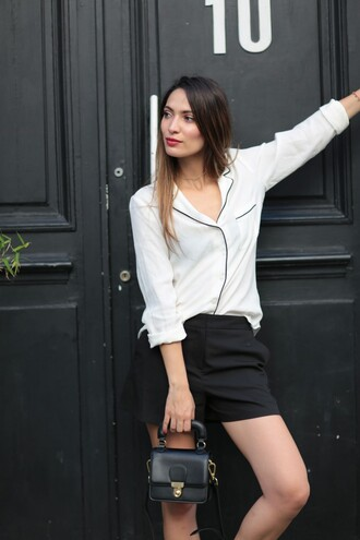 sofya benzakour knidel la couleur du moment | blog mode lifestyle entre le maroc et paris blogger shirt bag mini bag button up white top long sleeves black shorts white shirt black bag black and white asos