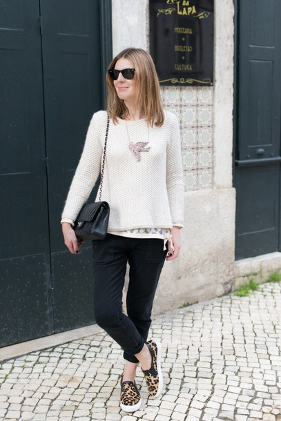 the working girl jeans sweater t-shirt bag jewels sunglasses