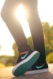 shoes,sb,skateboard,cool,skater,skateboard shoes,sportswear,trainers,sneakers,turquoise,nike,skate shoes,black,green,low top sneakers,black sneakers