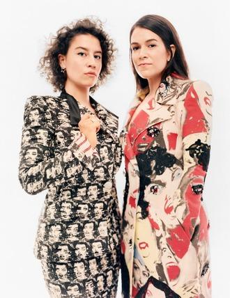 coat ilana glazer abbi jacobson printed coat blazer printed blazer skirt printed skirt hairstyles celebrity editorial