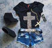 cross,croix,cross necklace,necklace,t-shirt,jewels,leopard print,moshino,belt,shorts,bag,shoes,chaussures,shirt
