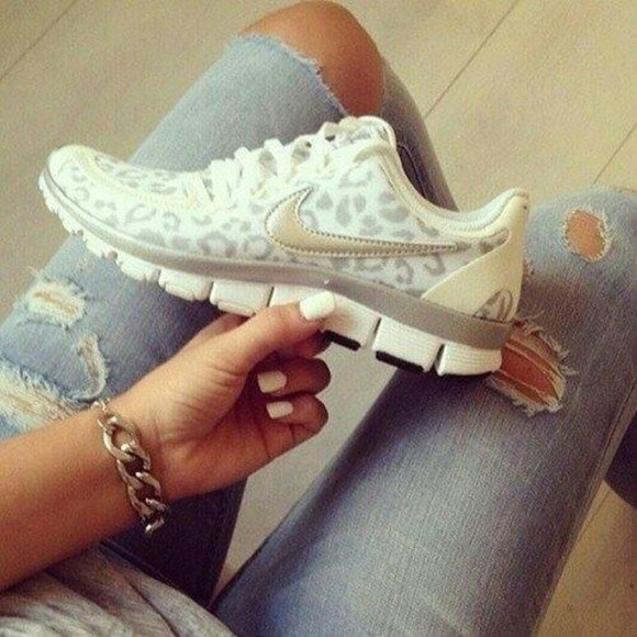 shoes athletic jeans style nail polish clothes tiger print nike air ripped jeans bracelet chains
