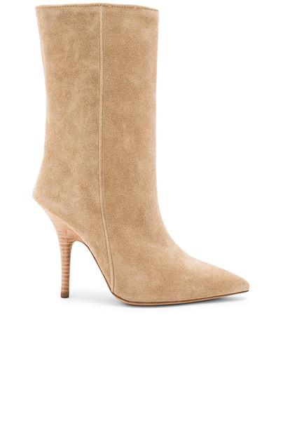 yeezy boot beige shoes