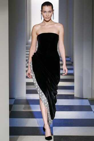 dress oscar de la renta runway strapless dress strapless gown prom dress bella hadid ny fashion week 2017 fashion week 2017 asymmetrical dress asymmetrical nyfw 2017