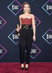 pants,scarlett johansson,celebrity style,people's choice awards,high waisted,bustier,strapless