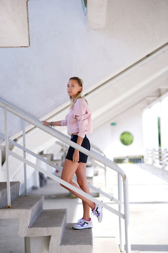 martina m blogger sneakers pink sweater black shorts