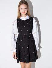 dress,black ditsy floral pinafore dress,pinafore dress,girly dress,romantic dress,floral dress,winter dress,fall dress,cute dress,girly outfits tumblr,chloe,winter outfits,fall outfits