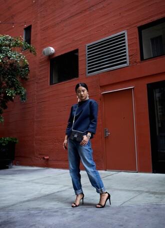 la vagabond dame blogger sweater jeans black sandals navy