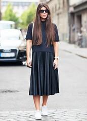 skirt,black skirt,tumblr,tumblr oufit,all black everything,black t-shirt,t-shirt,ymc skirt,pleated skirt,ymc,sunglasses,black midi skirt