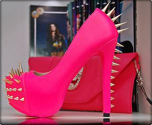 Luxus Peep Toes Pumps High Heels in Neon Pink Rosa Mit Gold Nieten Rote Sohle | eBay