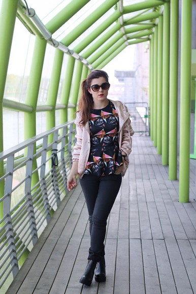 geometric elodie in paris blogger jacket top jeans jewels sunglasses windbreaker metallic