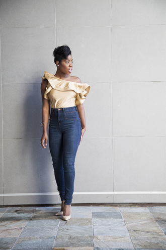 locks and trinkets blogger ruffle high waisted jeans