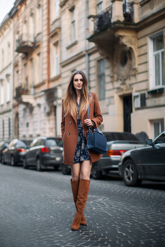 fashion agony blogger coat dress rust suede boots paisley