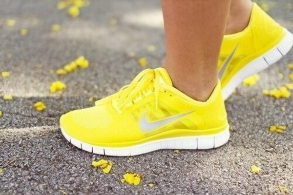 shoes yellow nike shoes nike nike free run trainers running sportswear athletic nike running shoes nike free run nike sneakers sneakers running shoes size 8 size 8.5 yellow running shoe yellow nike shoes